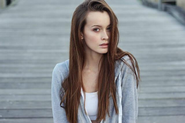 小顔な女性_イメージ1