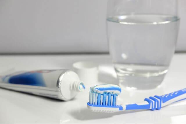 歯ブラシ・歯磨き粉・コップ